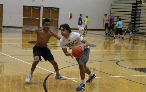 Students prepare for the basketball season with preseason work outs