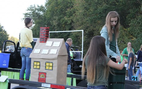 Students participate in Raymore Parade