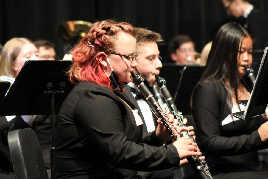 Senior Ella Oldham and Sophomore Hayden Scammacca perform in the Fall concert.